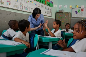 In Brazil, state spending is complemented with federal allocations for schools in difficult or remote areas, with greater weight given to those serving highly marginalized indigenous groups. This policy helps reducing learning inequalities in the country. Photo credit: UNESCO/Eduardo Martino