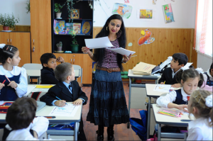 Gypsy children and Romanian children study together in a school near Bucharest. Credit: UNESCO/PETRUT CALINESCU