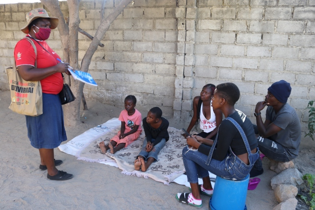 Eugenia has been going door to door to raise awareness of the COVID-19 pandemic, promote learning at home for children, as well as providing psychosocial support to children in Zimbabwe